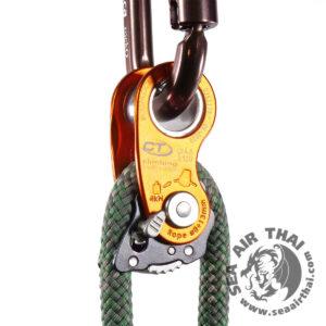 อุปกรณ์จับเชือก และเบรคเชือก RollNLock เป็นได้ทั้งจับเบรคเชือก และรอกใช้สำหรับการยก หรือผ่อนอุปกรณ์ สามารถรับน้ำหนักได้ถึง 20 kN Climbing Technology
