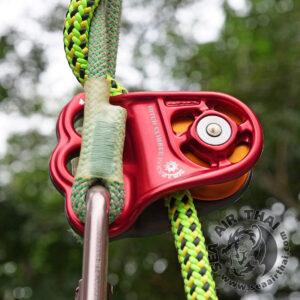 รอกเดี่ยวสำหรับปีนต้นไม้ DMM Hitch Climber Eccentric แผ่นข้างรอกหนาพิเศษ 3 รู สำหรับใช้ขึ้นหรือลงต้นไม้ใหญ่ ระบบ SRT และ DdRT ใช้ร่วมกับพรูสิค เป็นรอกกำหนดทิศทางหรือบังคับแนวเชือก